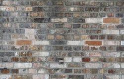Achtergrond van oude uitstekende vuile bakstenen muur Stock Foto's
