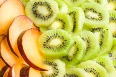 Achtergrond van pruim en kiwi. Royalty-vrije Stock Foto's