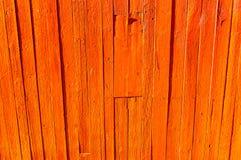 Achtergrond van rustieke, oude houten raad, met het pellen van rode verf stock afbeeldingen