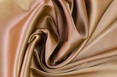 Achtergrond van satijnstof van bruine kleur stock afbeeldingen