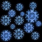 Achtergrond van sneeuwvlokken die met sterretjes op zwarte wordt gemaakt Stock Foto's