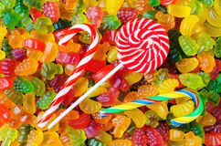 Achtergrond van vele heldere en gekleurde geleisnoepjes Stock Foto