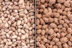 Achtergrond van verschillende soorten noten wordt gemaakt die Stock Afbeelding