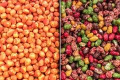Achtergrond van verschillende soorten noten wordt gemaakt die Stock Foto's