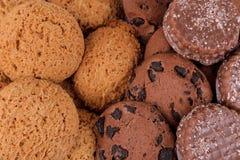 Achtergrond van verschillende zoete koekjes Havermeelkoekjes en chocolade hoogste menings dichte omhooggaand stock foto's
