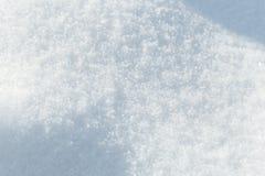 Achtergrond van verse sneeuwtextuur in blauwe toon stock afbeelding