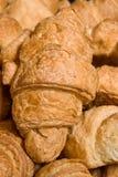 Achtergrond van verse zoete croissant royalty-vrije stock fotografie