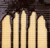Achtergrond van wafeltje. Stroomchocolade. stock afbeelding