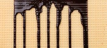 Achtergrond van wafeltje. Stroomchocolade. stock foto's