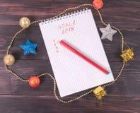 Achtergrond voor Kerstkaart, spartakken en ornamenten, hoogste mening Royalty-vrije Stock Afbeelding