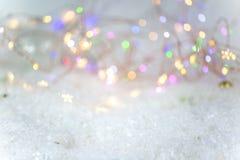 Achtergrond voor Kerstmis, met sneeuw en lichten stock fotografie