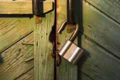 Achtergrondabstractiekasteel op een houten deur Stock Fotografie
