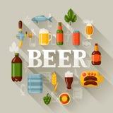 Achtergrondontwerp met bierpictogrammen en voorwerpen Royalty-vrije Stock Foto's