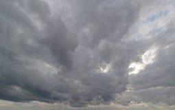 Achtergrondregenwolken royalty-vrije stock foto