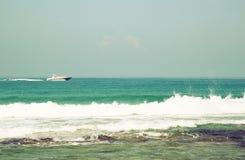 Achtergrondstrand en overzeese golven, uitstekende filter Royalty-vrije Stock Foto
