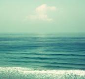 Achtergrondstrand en overzeese golven, uitstekende filter Royalty-vrije Stock Fotografie