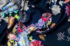 Achtergrondtextuur, patroon Zijde donkerblauwe stof met helder c Stock Fotografie