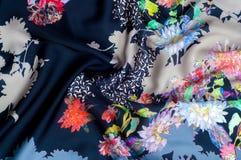 Achtergrondtextuur, patroon Zijde donkerblauwe stof met helder c Royalty-vrije Stock Foto