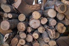 Achtergrondtextuur van besnoeiings droge logboeken voor brandhout stock foto
