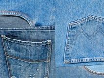 Achtergrondtextuur van denimstof met zakken en gestikte naden met knopen en klinknagels van verschillende stukken jeans Royalty-vrije Stock Foto's