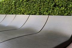 Achtergrondtextuur van donkere die sunbeds van het plastic weven wordt gemaakt Royalty-vrije Stock Afbeeldingen