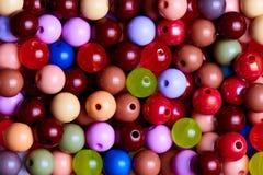 Achtergrondtextuur van multi-colored parelsclose-up stock foto's