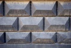 Achtergrondtextuur van oude grijze concrete omheining met baksteenpatroon Royalty-vrije Stock Afbeelding