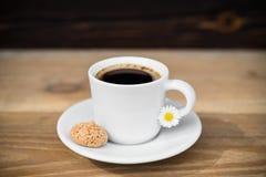 Achterkoffie met biscotti Royalty-vrije Stock Foto's