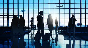 Achterlit-Bedrijfsmensen die het Concept van de Luchthavenpassagier reizen Stock Afbeeldingen