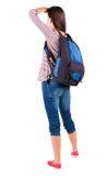 Achtermening van bevindende jonge mooie donkerbruine vrouw met backp Stock Foto