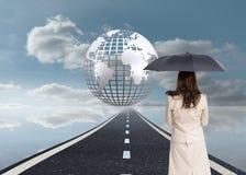 Achtermening van de elegante paraplu van de onderneemsterholding Royalty-vrije Stock Fotografie
