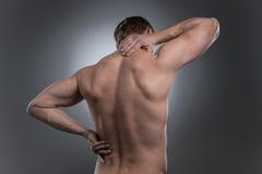Achtermening van de jonge shirtless mens met halspijn royalty-vrije stock foto's