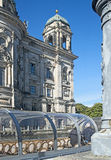 Achtermening van de kathedraal van Berlijn van de Fuifrivier Royalty-vrije Stock Afbeeldingen