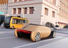 Achtermening van het autonome sedan en bus drijven door een kruising bij zonsondergang stock illustratie