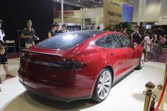 Achtermening van het Tesla de models zuivere elektrische voertuig Royalty-vrije Stock Afbeeldingen