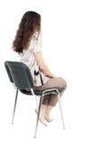 Achtermening van jonge mooie vrouwenzitting op stoel stock afbeeldingen