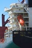 Achtersteven van een vrachtschip met reddingsboot Royalty-vrije Stock Afbeelding