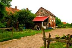 Achtertuin van een oud landbouwershuis Royalty-vrije Stock Foto