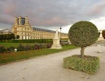Achtertuin van het Louvrepaleis, Parijs Stock Foto