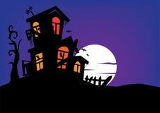 Achtervolgd Herenhuis met Volle maan op Achtergrond Stock Fotografie