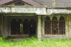 Achtervolgd verlaten huis Stock Afbeeldingen