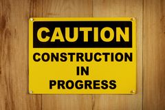 Achtung: Aufbau in Bewegung Stockbild