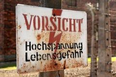 Achtung, Gefahrenhochspannungszeichen Lizenzfreies Stockbild