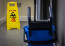 Achtung-nasser Fußboden Lizenzfreie Stockbilder