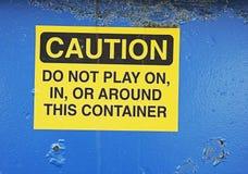 Achtungzeichen auf Müllcontainer Stockbild