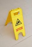Achtungzeichen für nassen Fußboden Lizenzfreies Stockbild