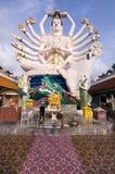 Achtzehn Arme Buddha über blauem Himmel Stockbild
