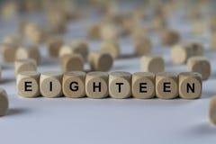 Achtzehn - Würfel mit Buchstaben, Zeichen mit hölzernen Würfeln Stockfoto