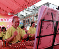 Achtzigjährige des Macao-Taoistorchesters führen Taoistmusik durch Lizenzfreie Stockfotos