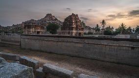 Achyutaraya-Tempel in hampi karnakata Indien bei Sonnenaufgang mit bewölktem stockfotografie